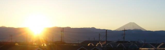 家から見た富士山と初日の出